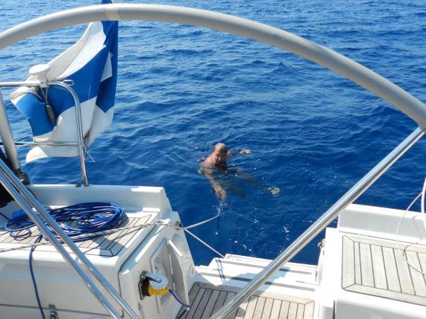 Kippari uimassa